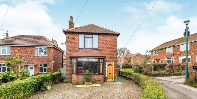 Guide Price £295,000, 3 Bedroom Detached House For Sale in Robin Hoods Bay, YO22