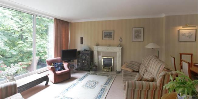 £325,000, 3 Bedroom Mews House For Sale in Prestbury, SK10