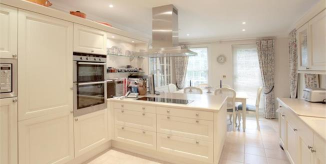Guide Price £795,000, 3 Bedroom Flat For Sale in Macclesfield, SK10