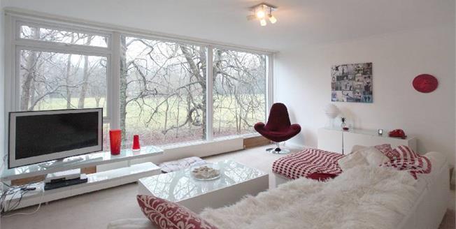 Guide Price £335,000, 3 Bedroom Mews For Sale in Prestbury, SK10