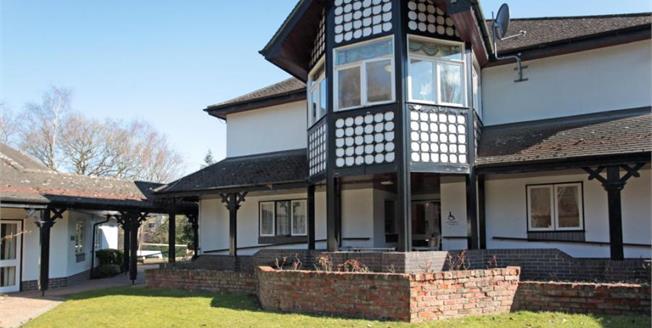 £180,000, 2 Bedroom Flat For Sale in Prestbury, SK10