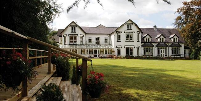 £180,000, 2 Bedroom Flat For Sale in Prestbury, SK10