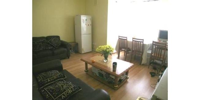 Offers in excess of £450,000, 3 Bedroom Flat For Sale in London, N19