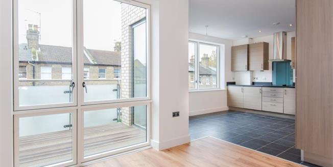 Asking Price £520,000, 2 Bedroom Upper Floor Flat For Sale in London, N8