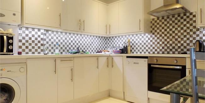 Asking Price £475,000, 2 Bedroom Maisonette For Sale in London, N19