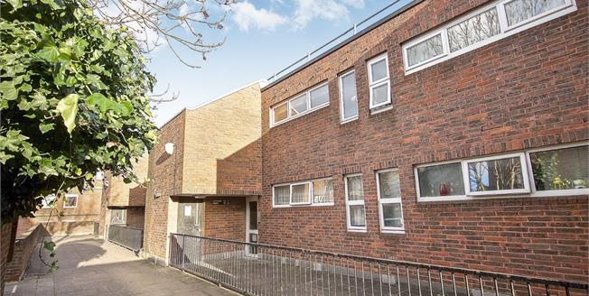 Offers in excess of £325,000, 1 Bedroom Flat For Sale in London, N19