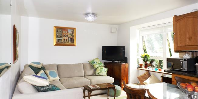 Price on Application, 2 Bedroom Flat For Sale in London, N5