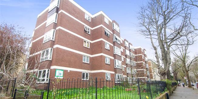 Asking Price £450,000, 2 Bedroom Flat For Sale in London, N5