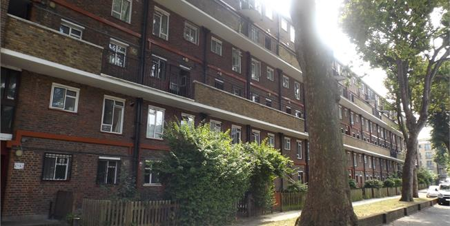 Offers in excess of £475,000, 2 Bedroom Flat For Sale in London, N1