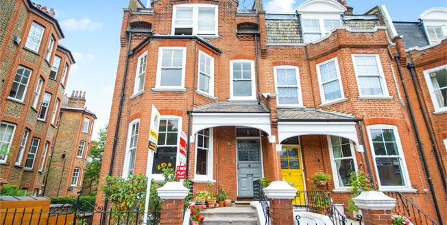 Guide Price £650,000, 2 Bedroom Flat For Sale in London, N6