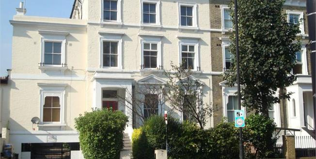 Offers in excess of £650,000, 3 Bedroom Upper Floor Flat For Sale in London, N7