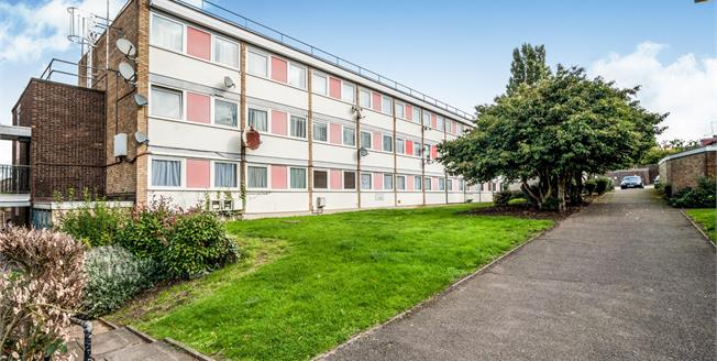 Asking Price £334,900, 2 Bedroom Flat For Sale in London, NW9