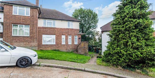 Guide Price £355,000, 2 Bedroom Maisonette For Sale in London, NW9
