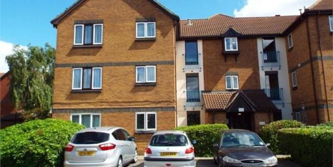Offers in excess of £180,000, 1 Bedroom Ground Floor Flat For Sale in London, N18