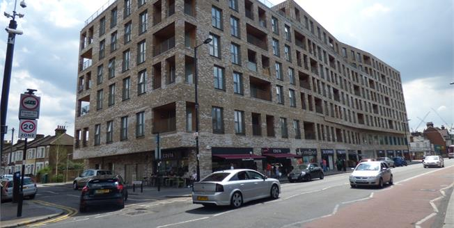 Asking Price £350,000, 2 Bedroom Upper Floor Flat For Sale in London, N18