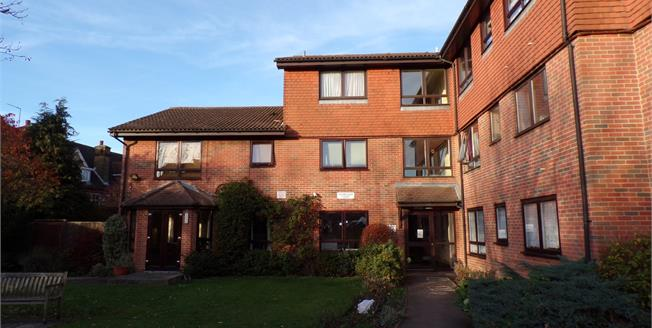 Asking Price £100,000, 1 Bedroom Flat For Sale in Enfield, EN3