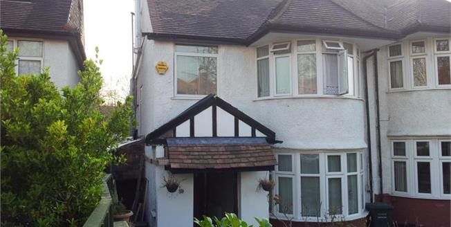 £925,000, 8 Bedroom Semi Detached House For Sale in London, NW4