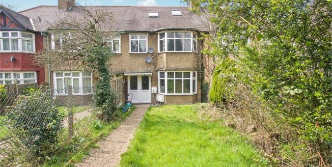 £325,000, 4 Bedroom Upper Floor Flat For Sale in London, NW4