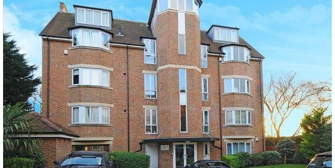 Asking Price £550,000, 2 Bedroom Ground Floor Maisonette For Sale in London, N12