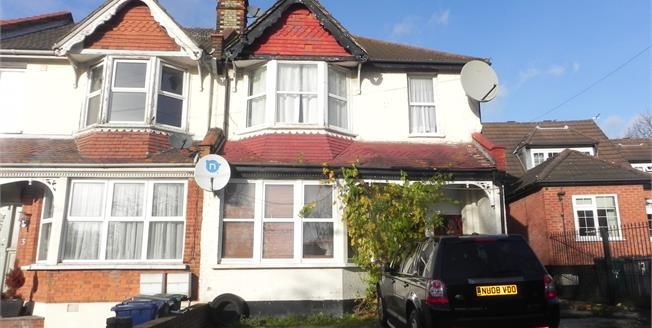 Asking Price £400,000, 2 Bedroom Maisonette For Sale in London, N11