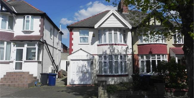 Asking Price £600,000, 3 Bedroom Semi Detached House For Sale in London, N12