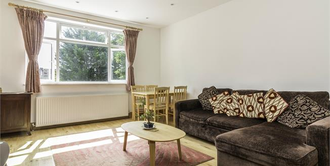 Asking Price £475,000, 2 Bedroom Flat For Sale in London, N12