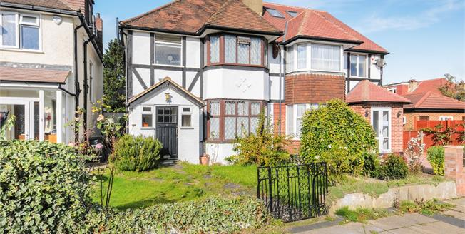 Asking Price £770,000, 3 Bedroom Semi Detached House For Sale in London, N3