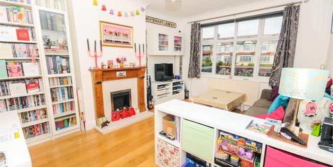 Asking Price £290,000, 1 Bedroom Maisonette For Sale in London, N12