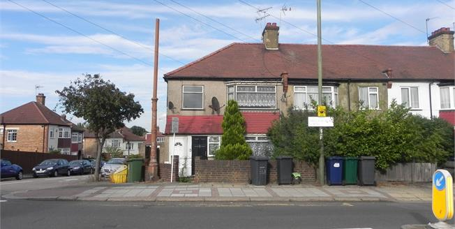 Offers in excess of £325,000, 2 Bedroom Maisonette For Sale in London, N20