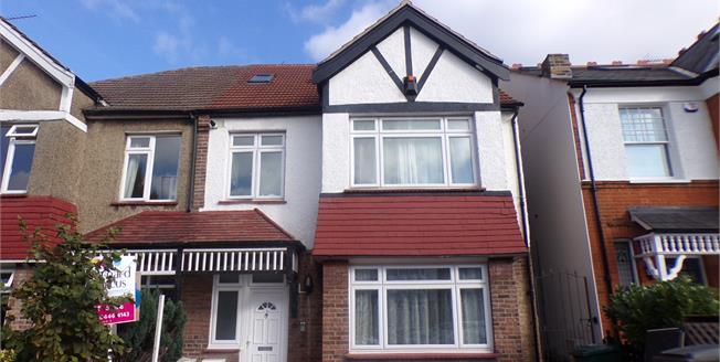 Offers Over £400,000, 2 Bedroom Flat For Sale in Ashurst Road, N12