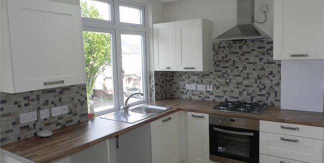 Offers Over £475,000, 3 Bedroom Flat For Sale in Ashurst Road, N12