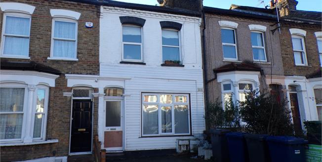 Asking Price £320,000, 1 Bedroom Flat For Sale in London, N12
