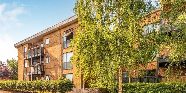 Asking Price £295,000, 2 Bedroom Flat For Sale in Northolt, UB5