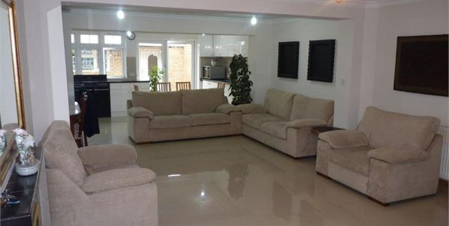 Offers in the region of £630,000, 4 Bedroom Detached House For Sale in Southall, UB1