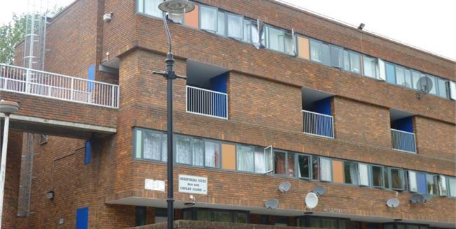 £350,000, 3 Bedroom Upper Floor Flat For Sale in London, W7