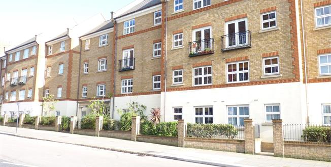 Guide Price £285,000, 2 Bedroom Upper Floor Flat For Sale in London, W3