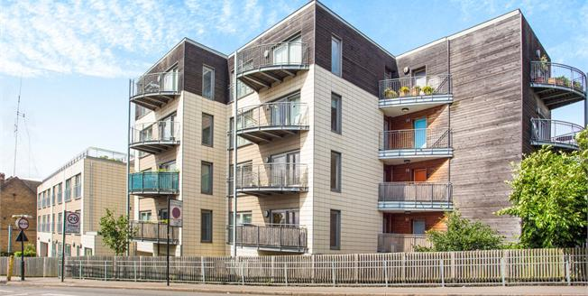 Asking Price £315,000, 2 Bedroom Flat For Sale in Greenford, UB6