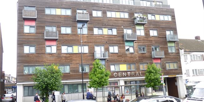 Asking Price £300,000, 2 Bedroom Flat For Sale in Greenford, UB6