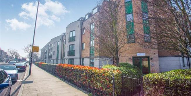 Asking Price £325,000, 2 Bedroom Flat For Sale in Middlesex, UB6