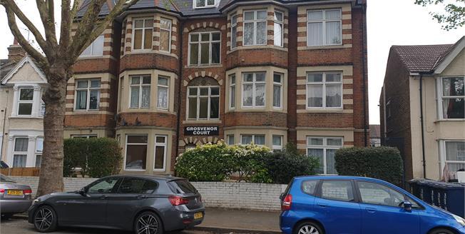 Asking Price £275,000, 2 Bedroom Flat For Sale in Grosvenor Road, UB2