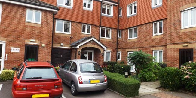 £249,950, 1 Bedroom Flat For Sale in Potters Bar, EN6