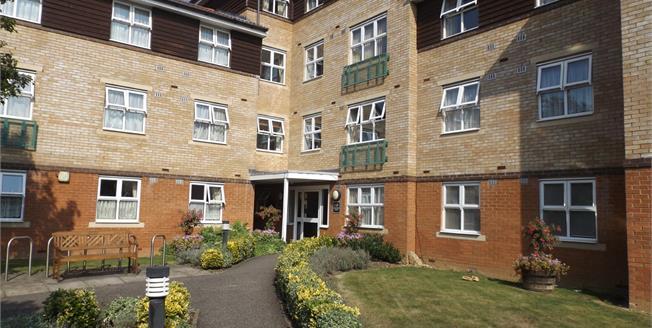 Asking Price £350,000, 2 Bedroom Flat For Sale in Potters Bar, EN6