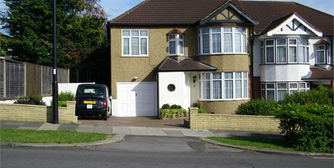 £845,000, 5 Bedroom Semi Detached House For Sale in London, N14