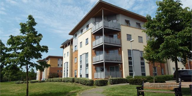 Offers in the region of £325,000, 2 Bedroom Flat For Sale in London, N13