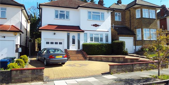 Offers in the region of £900,000, 3 Bedroom Detached House For Sale in London, N14