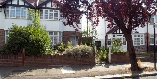 Asking Price £565,000, 3 Bedroom End of Terrace House For Sale in London, N11