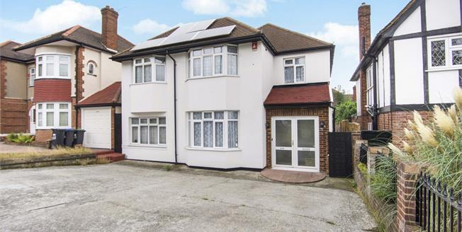 Offers in the region of £1,000,000, 4 Bedroom Detached House For Sale in London, N14