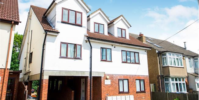 Offers in excess of £285,000, 1 Bedroom Flat For Sale in Barnet, EN4