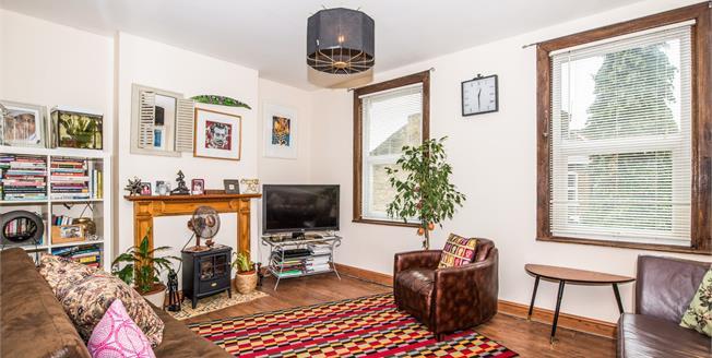Offers in the region of £350,000, 1 Bedroom Flat For Sale in London, N17