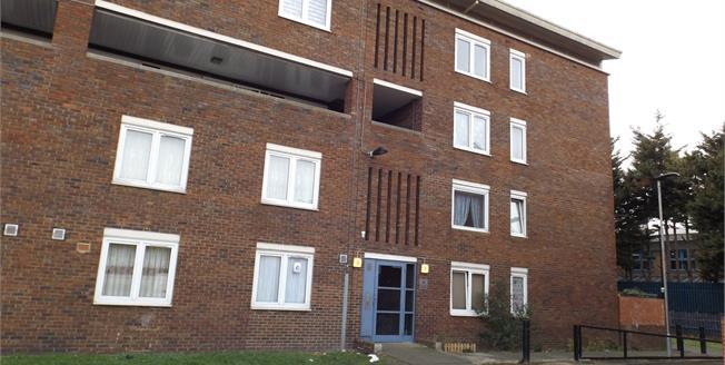 Asking Price £249,950, 3 Bedroom Flat For Sale in London, N17